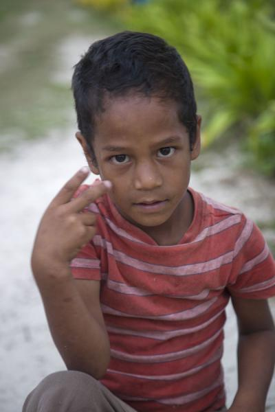 Boy on the island of Ofu | Les Tonganais | Tonga