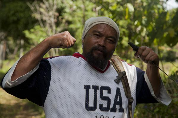 Photo de All those muscles, and the machete on top - a fearsome man and the next messiah - Tonga - Océanie
