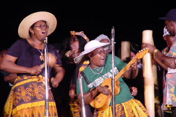Swinging ladies | Festival de la herencia de Tobago | Trinidad & Tobago