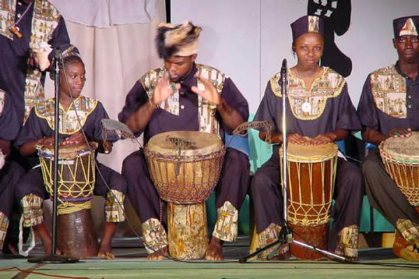 Drumming away the night | Festival de la herencia de Tobago | Trinidad & Tobago