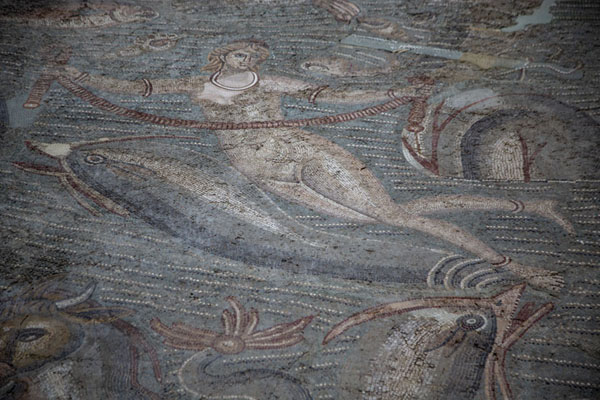 Female figure surrounded by sea creatures in a mosaic in the Bardo Museum | Bardo Museum | Tunesië