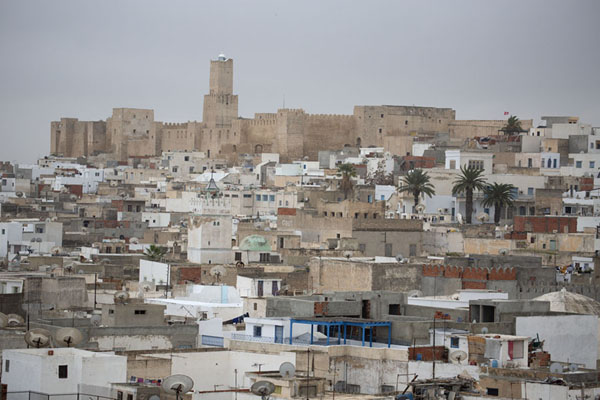 Looking towards the castle of Sousse with the old medina in the foreground | Sousse medina | Tunesië