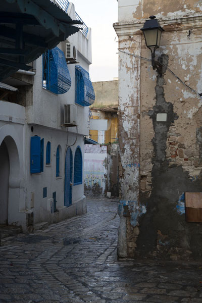 Cobble-stone street just after the rain in Sousse - 突尼西亚