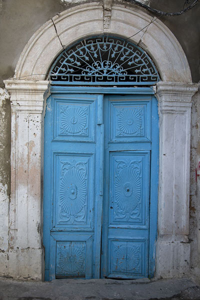 Picture of Tunisian doors (Tunisia): Blue door in stone frame in a house in Tunis