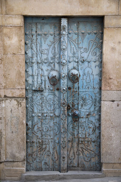 Picture of Tunisian doors (Tunisia): Blue door with fading paint in Tunis