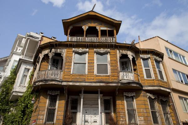 Foto van Wooden house at a cornerArnavutköy - Turkije