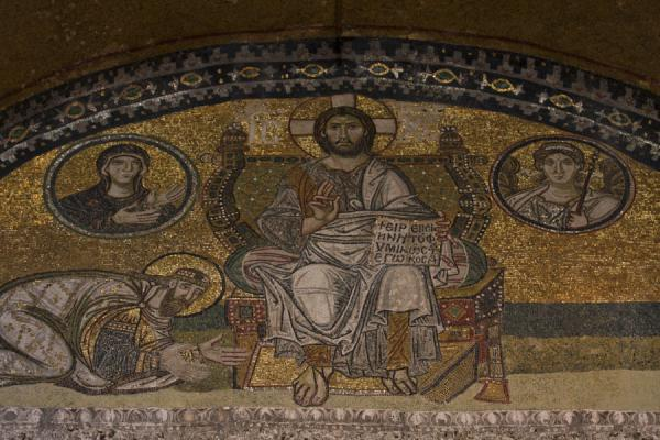 Foto van Imperial gate mosaics with Christ Pantocrator, and Emperor Leo VI kneeling before himIstanboel - Turkije