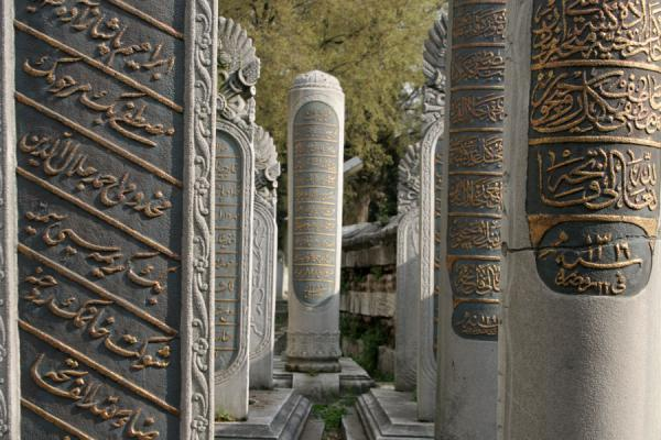 Foto van Close-up of tombstones at EyüpMoskee Sultan Eyüp - Turkije