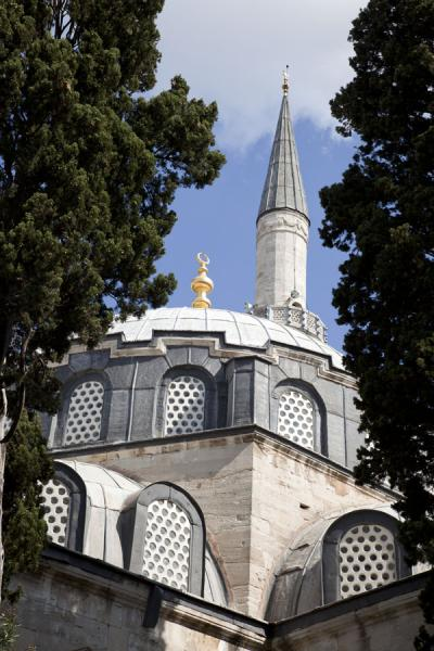 Foto van Minaret and dome of the Çinili Camii, or the Tiled MosqueIstanboel - Turkije