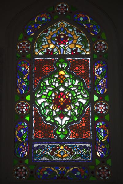 Foto van Stained glass window inside Şemsi Paşa CamiiIstanboel - Turkije