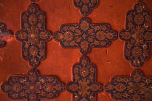 Foto van Detailed view of the old wooden ceiling on the far side of the Tiled MosqueIstanboel - Turkije