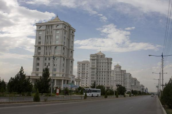 Foto di Modern buildings near Independence ParkAsgabat - Turkmenistan
