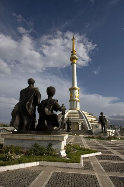 Picture of Independence Park (Turkmenistan): Statues of Seljuk rulers and the Independence monument
