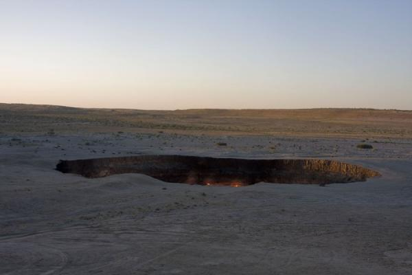 Picture of Darvaza gas crater (Turkmenistan): The gate to hell: Darvaza gas crater seen from a distance