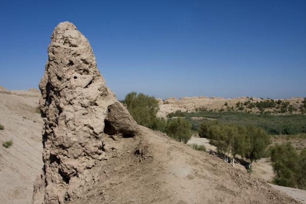 Foto di Remains of city wall of IzmukshirDashoguz - Turkmenistan