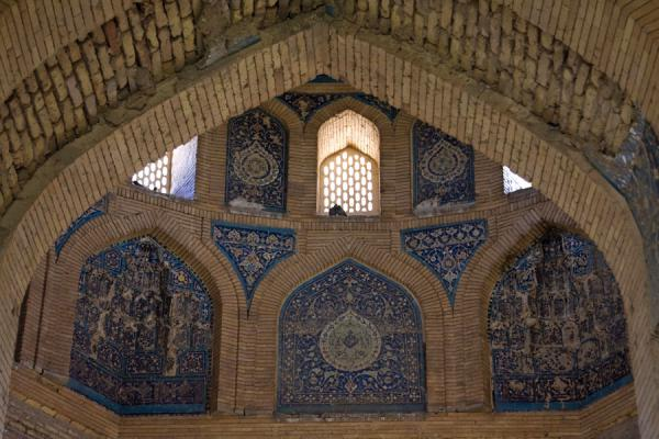 Foto di Arch and part of the impressive central hall of the Turabeg Khanum complexKunya-Urgench - Turkmenistan