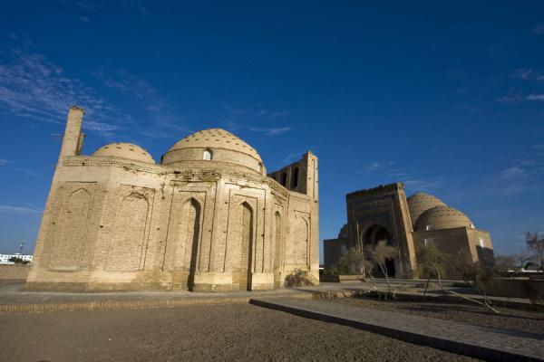 Foto van Mausolea of Soltan Ali (left) and Nedjmeddin Kubra (right)Kunya-Urgench - Turkmenistan