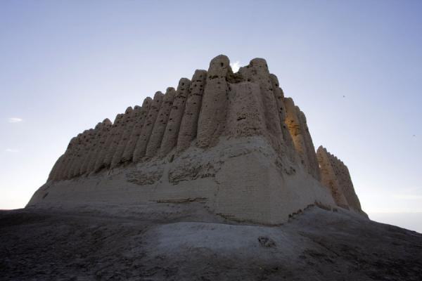 Picture of Merv (Turkmenistan): Looking up the Greater Kyz Kala