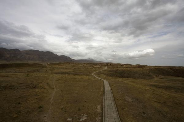 Foto van Path leading through the ruins of NisaNisa - Turkmenistan