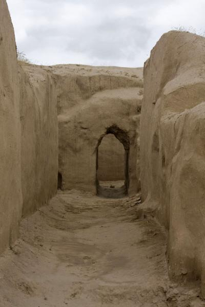 Foto van Alley in the ruins of NisaNisa - Turkmenistan