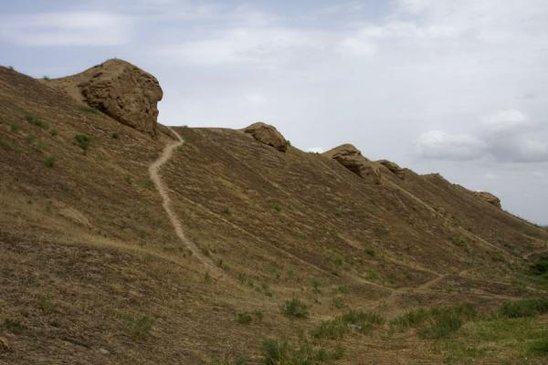 Foto di Stretch of the old wall of NisaNisa - Turkmenistan