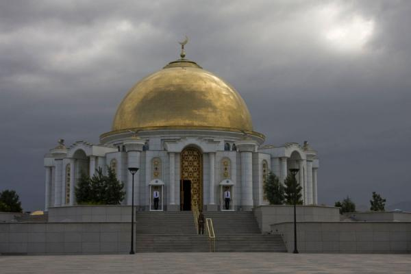 Picture of The gold-domed mausoleum of the Great Leader, right next to the Turkmenbashy Ruhy mosque