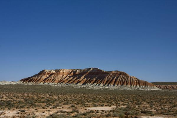 Foto di One of the many rocky mountains with red and white bandsYangykala - Turkmenistan