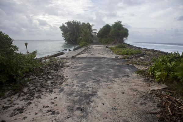 Picture of Fongafale islet (Tuvalu): Causeway linking two islets in the northern part of Fongafale