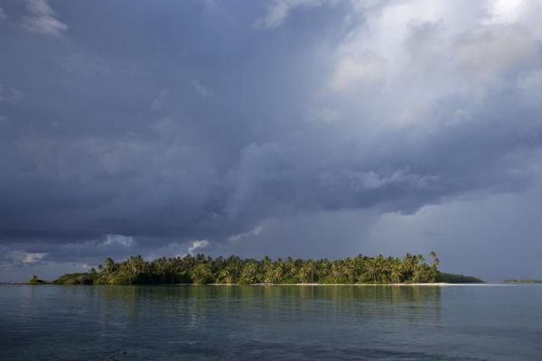 Photo de The islet of Telele in the early morningFunafala - Tuvalu