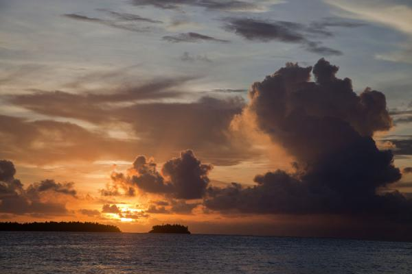 土瓦鲁 (Sunset with islets atf the southern part of Funafuti atoll seen from Funafala)