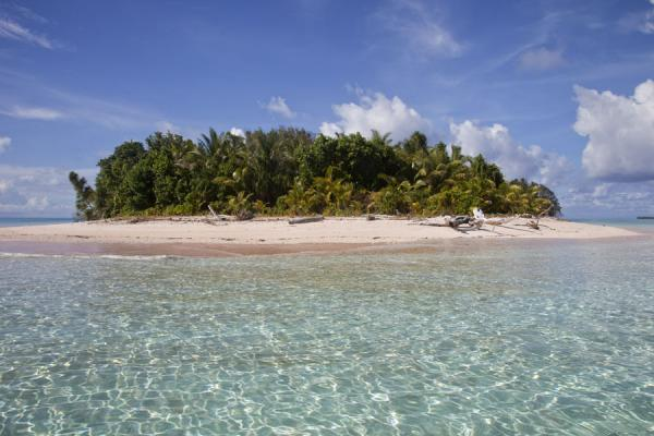 The western side of Tepuka with wide, white beach | Tepuka islet | Tuvalu