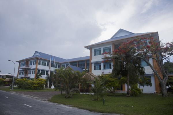 The Government Building, easily the largest building on the island | Villaggio di Vaiaku | Tuvalu