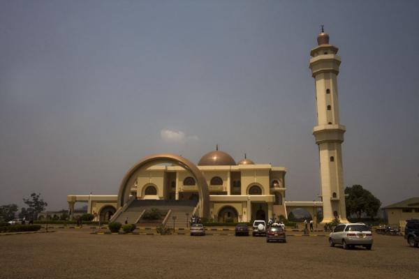 Picture of Gadhafi National Mosque (Uganda): The mosque seen from the parking lot