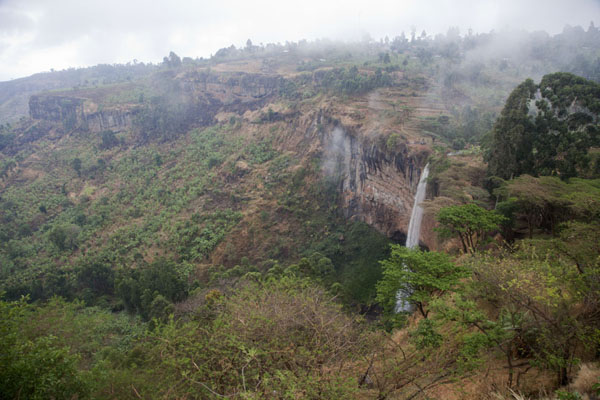 The third waterfall of Sipi with cliffs and canyon | Chutes de Sipi | Uganda