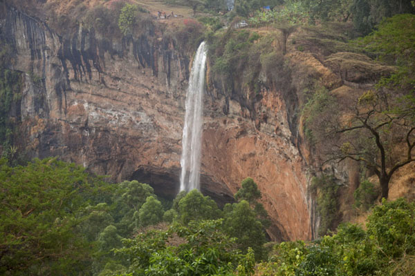 The third waterfall of Sipi with a 100-metre drop over the arched cliff | Chutes de Sipi | Uganda