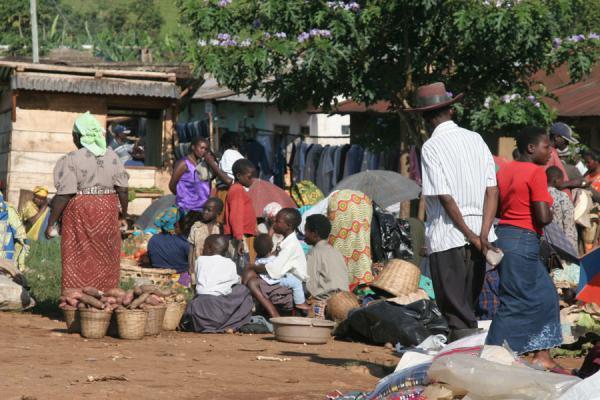 Market scene in Western Uganda | Uganda people | Uganda
