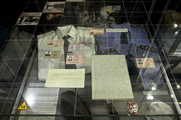 Foto di Uniforms, clothes, and IDs used by those directly involved in the disaster of 1986Kiev - Ucraina