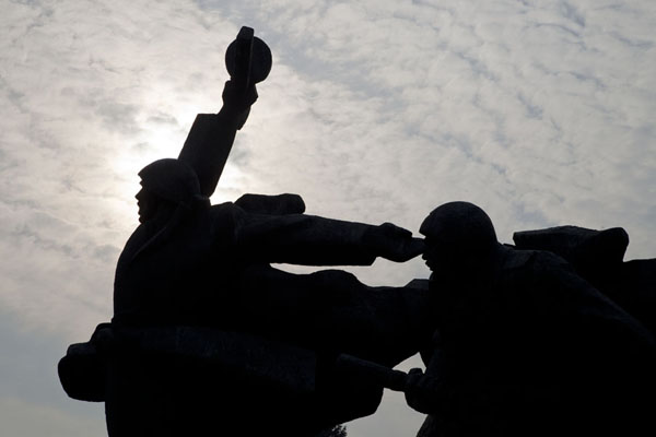 Picture of History of Great Patriotic War museum (Ukraine): Silhouettes of soldiers in a sculpture near the Museum of the Great Patriotic War