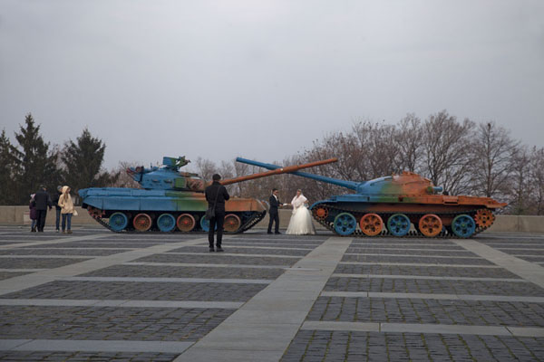 Wedding pictures taken with two painted tanks in front of the Museum of the Great Patriotic War | History of Great Patriotic War museum | Ukraine