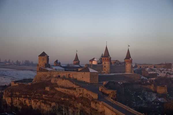 Foto di Sunrise over the fortress of Kamyanets-PodilskyKamyanets-Podilsky - Ucraina