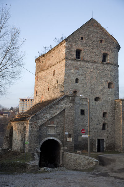 The Windy, or Vitryani, Gate and Batory Tower in the north of the old town of Kamyanets-Podilsky | Ciudad vieja de Kamyanets-Podilsky | Ucrania