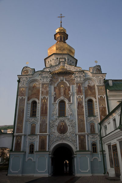 Foto van Trinity Gate church, decorated inside outKiev - Oekraïne
