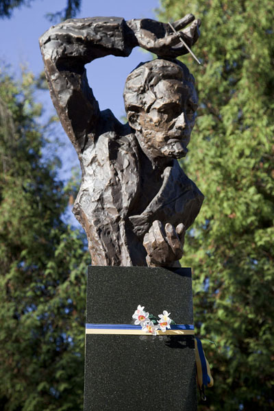 Statue of Ukrainian director Mykola Kolessa erected over his grave | Lychakiv cemetery | Ukraine