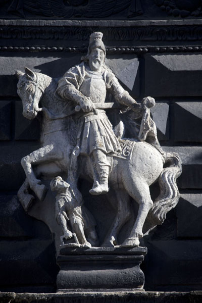 Photo de Detail of sculpture on the facade of the Black MansionPloshcha Rynok - Ukraine