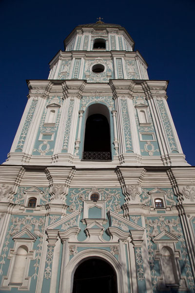Foto di Looking up the bell tower above the entrance gate - Ucraina - Europa