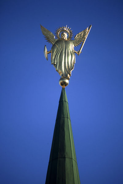 Foto di Spire of Saint Sophia cathedral with golden angel - Ucraina - Europa