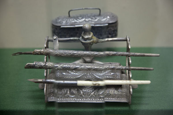 Photo de Old set of pens on display in the museumAl Ain - Emirats Arabes Unis