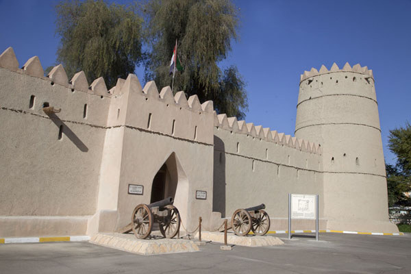 Photo de View of the Sultan Bin Zayed Fort, which is part of the museumAl Ain - Emirats Arabes Unis