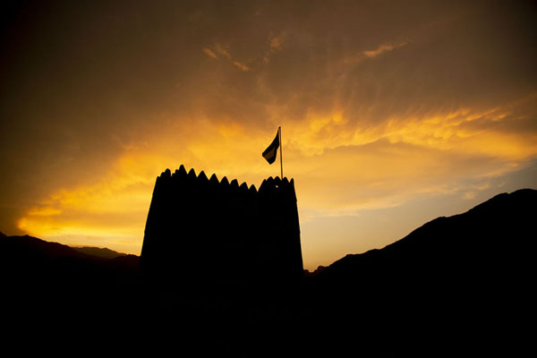 Foto van Sunset over the defensive tower of Al-HaylAl-Hayl - Verenigde Arabische Emiraten