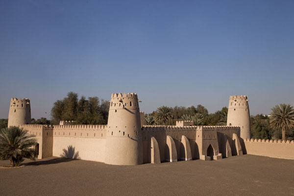 Picture of Al Jahili fort (United Arab Emirates): The residential section of Al Jahili fort seen from the round tower